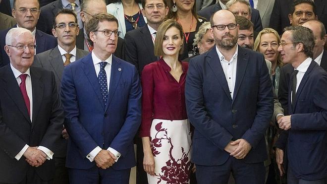 La reina Letizia reconoce en Santiago a quienes enseñan español y lo difunden por el mundo