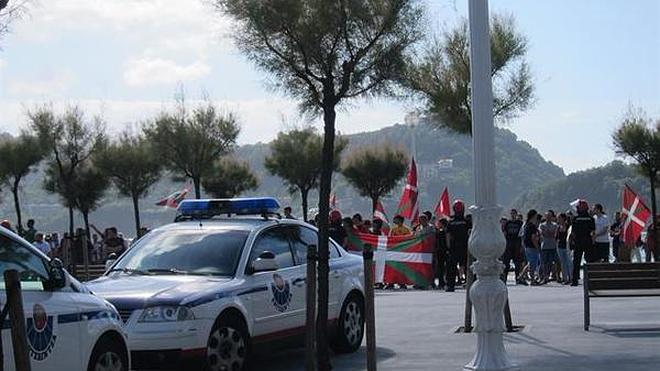 Tensión en San Sebastián en un acto de reivindicación de la bandera española