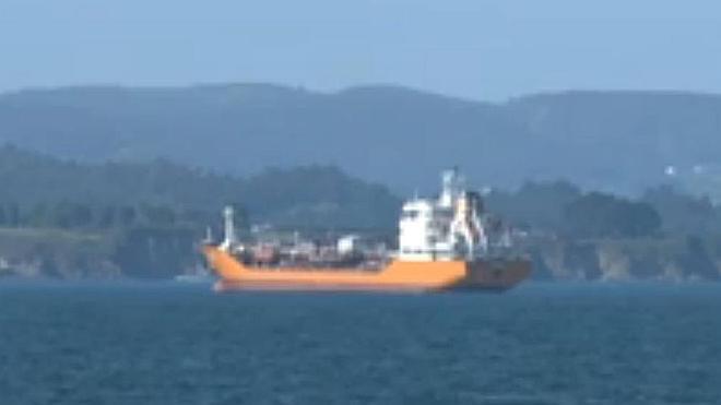 Continúa en cuarentena sanitaria el buque fondeado en la ría de Ares, en La Coruña