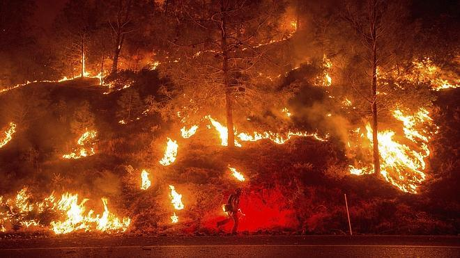 California sufre devorada por más de 20 incendios en medio de una sequía histórica