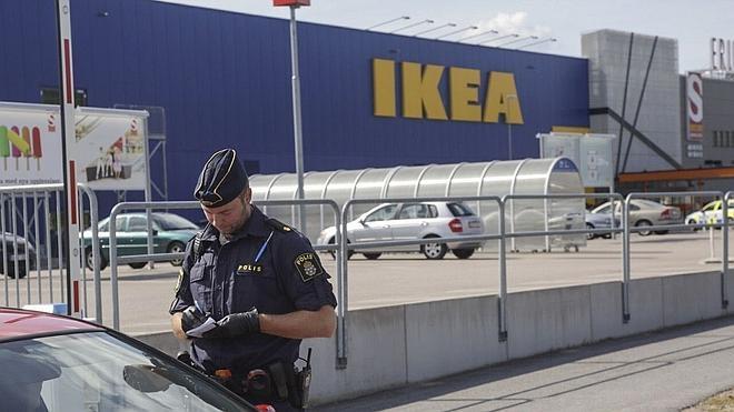 Mueren apuñaladas dos personas en una tienda de Ikea en Suecia