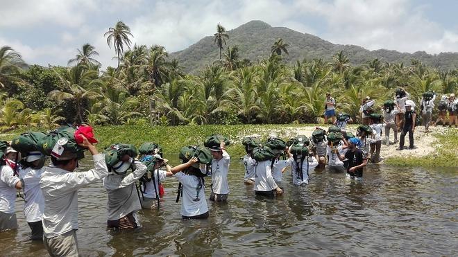 Veintinueve kilómetros a pie por la selva colombiana