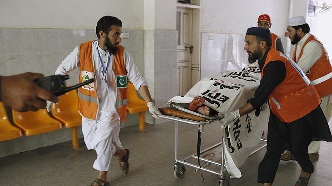 El ataque de los talibán a una base militar deja al menos 30 muertos en Pakistán