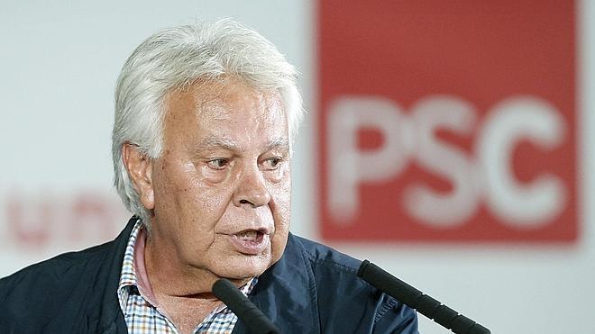 Felipe González alerta de las «revoluciones de un día de fuego y 70 años de miseria»