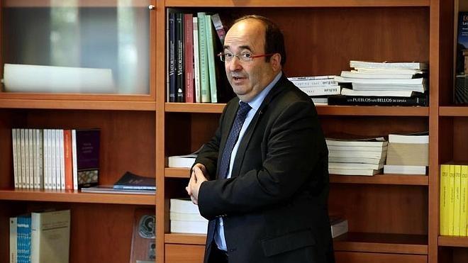 Iceta propone una «gran coalición por el sentido común» que evite el «desastre» en Cataluña