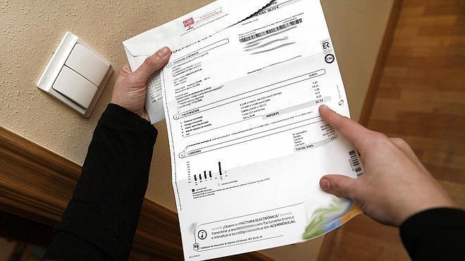 Los usuarios se quejan del precio de la luz, pero acatan el coste de la factura telefónica