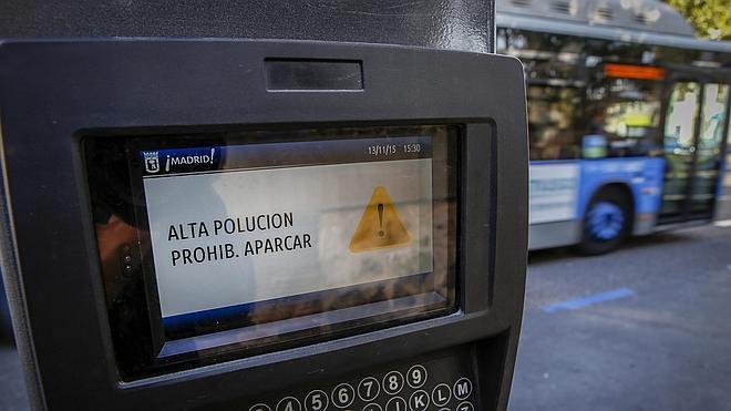 «No estacionar. Alta contaminación»