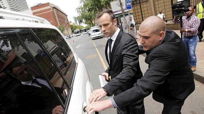 Pistorius obtiene la libertad bajo fianza hasta que se dicte su pena