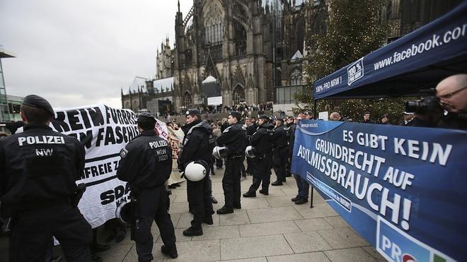 Críticas a la alcaldesa de Colonia por sus consejos a las mujeres tras las agresiones