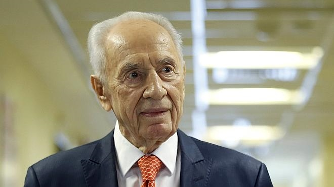 Simón Peres sigue hospitalizado pero estable