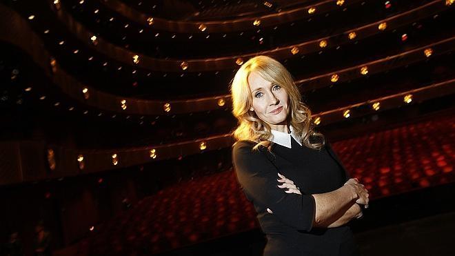 J. K. Rowling publica las cartas de rechazo de editoriales a su novela con pseudónimo