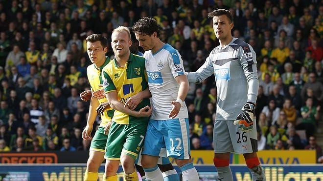 Naismith emula la acción de Míchel y Valderrama en el Norwich-Newcastle