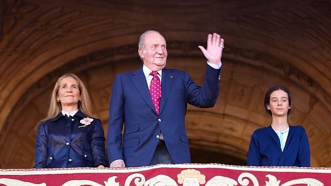 Don Juan Carlos reaparece junto a la infanta Elena para asistir a los toros en la Maestranza