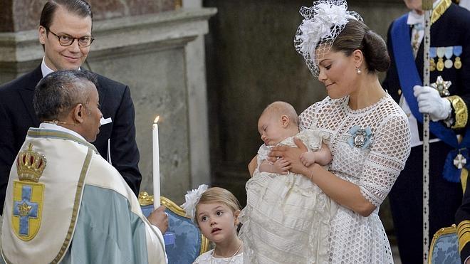 El príncipe Óscar de Suecia ya está bautizado