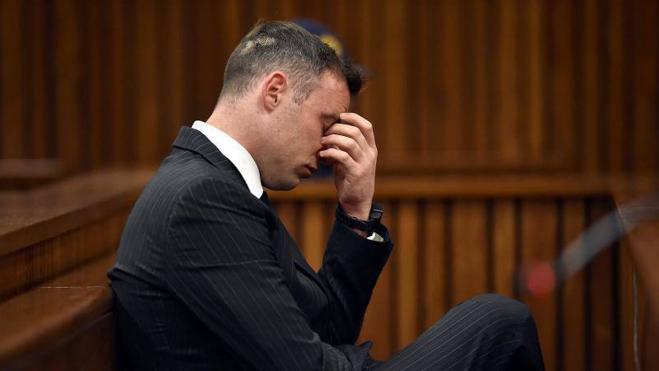 Pistorius, un hombre «roto» frente a la justicia antes de volver a la cárcel