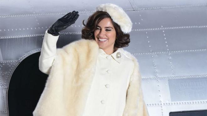 Penélope Cruz vuelve convertida en 'La Reina de España'