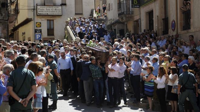 El mundo del toro y centenares de personas despiden a Víctor Barrio