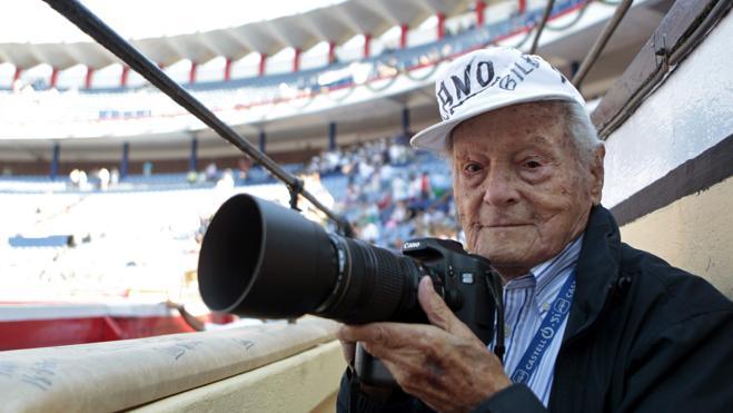 Fallece a los 103 años el fotógrafo taurino 'Canito'