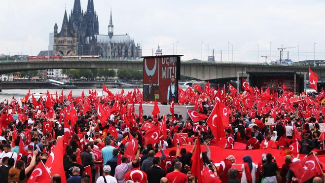 Gran manifestación a favor de Erdogan en Alemania