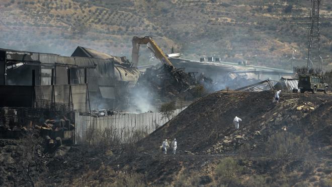 La planta incendiada en Guadalajara mezclaba sustancias peligrosas con escombros para trasladarlas a un vertedero