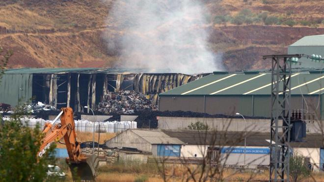 Se incendia una nave industrial en Guadalajara relacionada con la planta de reciclaje que ardió hace dos semanas