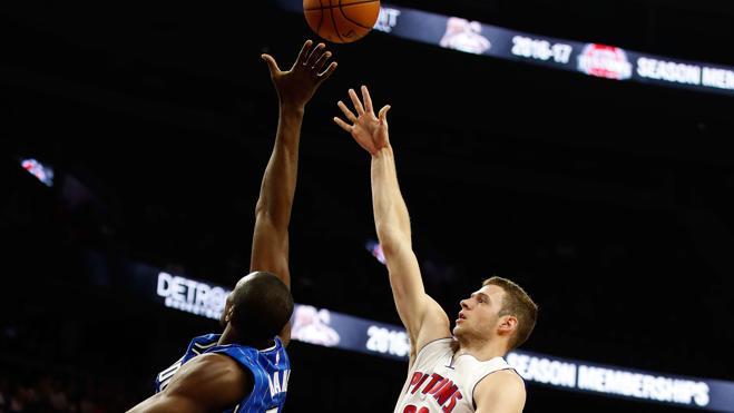 Los Pistons, con Harris y Morris, arrollan a los Magic de Ibaka