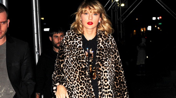 Taylor Swift, vestida de leopardo/