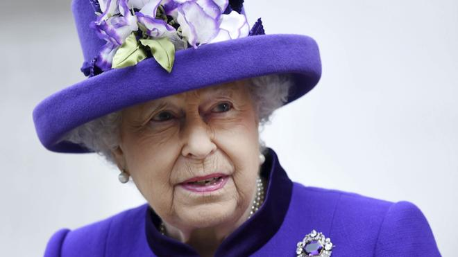 Isabel II, ausente en la misa de Navidad por motivos de salud