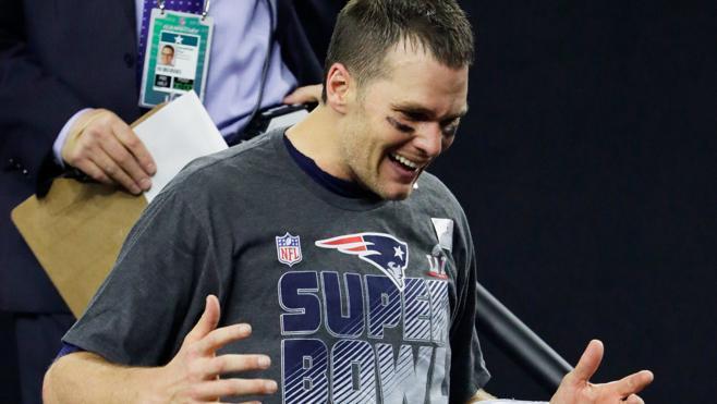 Tom Brady se queda sin camiseta