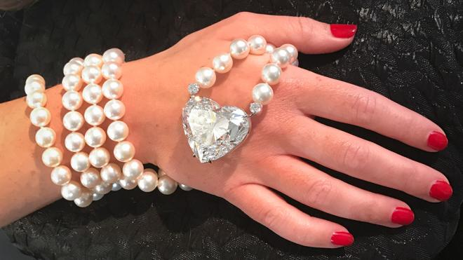 Subastan el diamante en forma de corazón más grande por 18 millones de euros