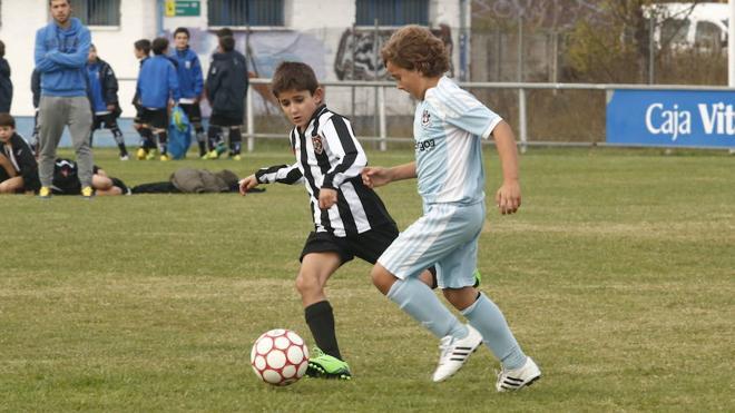 Los niños que juegan al fútbol mantienen mejor la atención