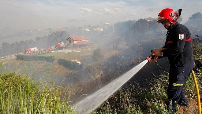 Nuevas críticas por la intervención de bomberos voluntarios en un incendio
