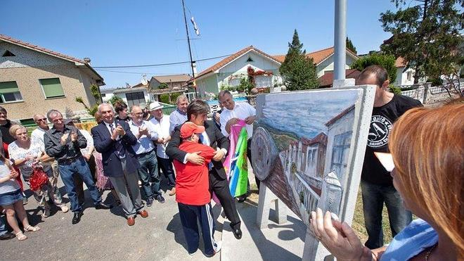 El mural de los fundadores de San Antonio abre las fiestas del barrio