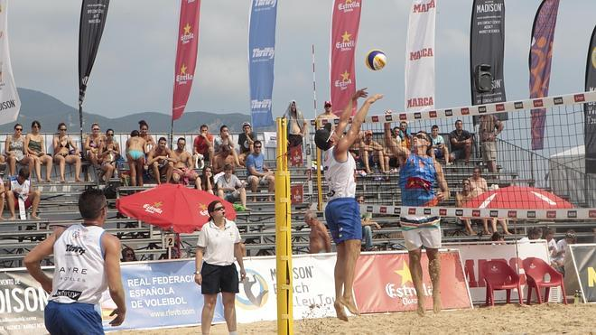 Laredo acoge hasta el domingo los II Internacionales de Voley Playa