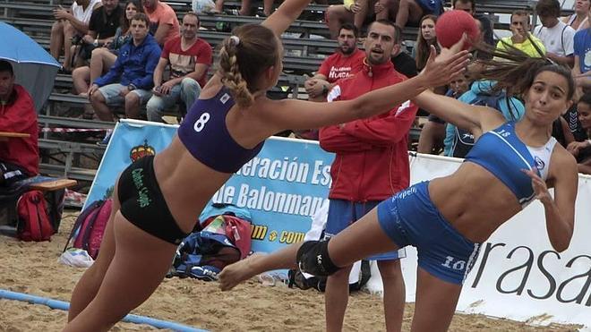 Laredo acoge un brillante desenlace de los Campeonatos de España de Balonmano Playa
