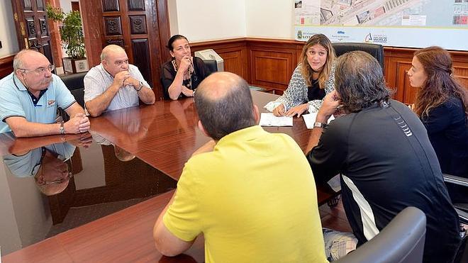El Ayuntamiento explica a los vecinos de Tetuán la nueva línea de autobús en pruebas