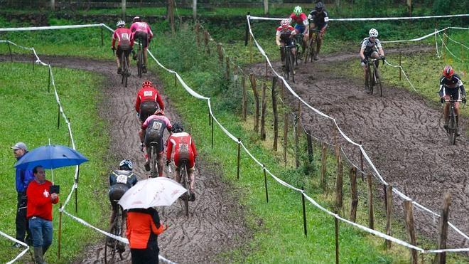Ismael Esteban y Cristina Oliva, campeones regionales de ciclocross