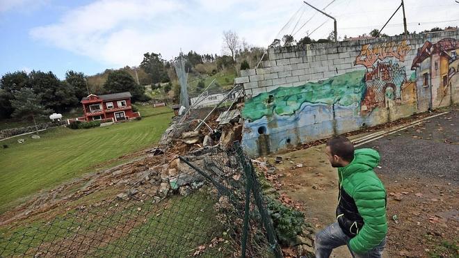 Comillas reconstruirá el campo de fútbol y reclamará el coste de las obras al Gobierno