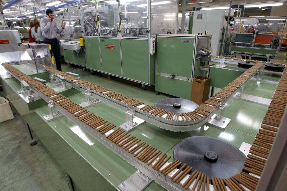 Altadis recorta 82 empleos en sus f bricas de cantabria y for Ofertas de empleo en fabricas