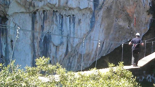 Rescatan a dos montañeros en la vía ferrata de La Hermida