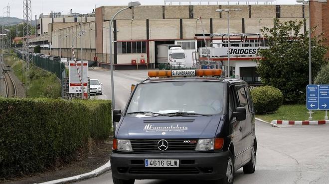 Fallece un trabajador en la fábrica de Bridgestone en Puente San Miguel