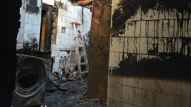 Un incendio destruye la lavandería de un restaurante del Barrio Pesquero