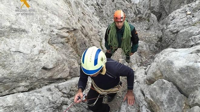 """El Greim rescata a un escalador que quedó """"bloqueado"""" en Picos de Europa"""