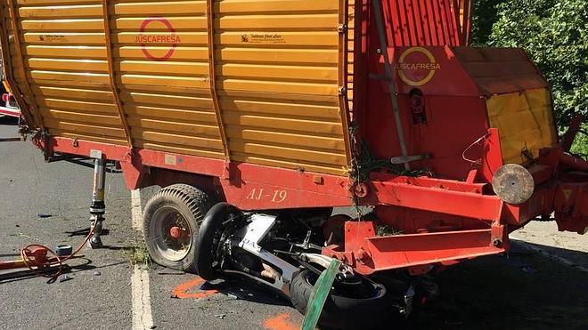 Fallece un joven de 30 años de Piélagos al chocar en moto contra un tractor en Puente Viesgo