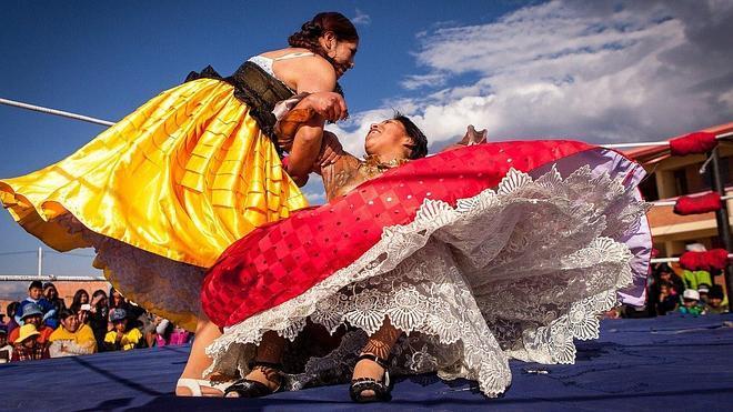 Las 'cholitas' bolivianas lucharán fuera de Latioamérica