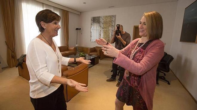 "Pilar Jiménez reivindica una oficina fiscal en Cantabria: ""Son cuatro pesetas"""