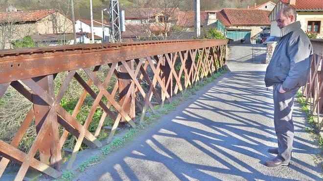 Molledo y Arenas de Iguña se unen para salvar el puente de Helecha, al borde del colapso