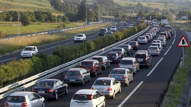 La DGT prevé tráfico denso para esta tarde en Cantabria