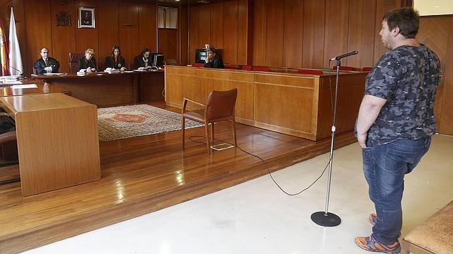 Once años de cárcel para el hombre que violó a un transexual en Santander y le robó el bolso