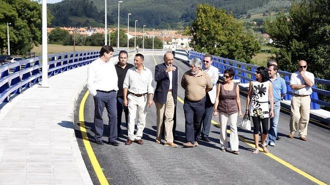 Castañeda pide a Fomento que financie una pasarela peatonal a Pomaluengo
